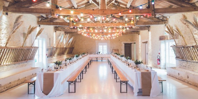 Milovnicí dřevěných dekorací i pro váši svatbu jsme našli něco extra… WED WOOD
