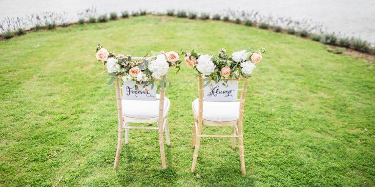 """""""K přírodě máme obě blízko a myslíme, že i v celé naší tvorbě se to odráží"""", tvrdí majitelky Květerie, jejichž svatební kytice dýchají romantikou"""