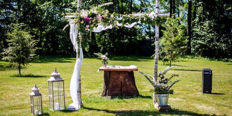 Neztrácejte čas a nechte si přivézt svatební kytici až domů nebo na místo svatby s Květiny po Brně!