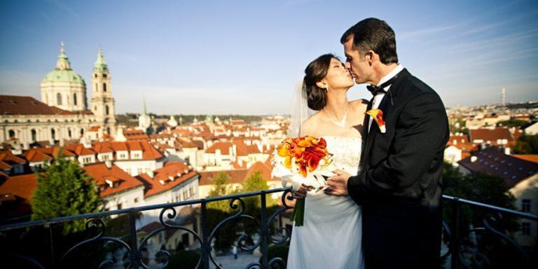 Svatba ve stylu rockabilly! Jak na tématickou svatbu vám prozradí dnes už manželé Lucie a Vašek Matoulkovi!