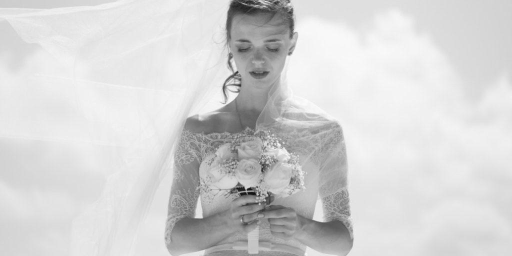Jak na správnou velikost šatů a který materiál je pro vaše svatební šaty  nejlepší  Velký materiálový manuál je tady! 2359e2b5e2