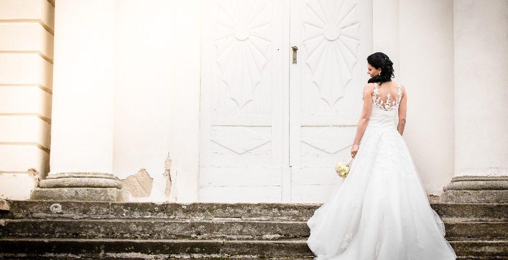 Široká a zajímavá nabídka svatebních a společenských šatů v salonu ŠATY GO  HOME a0922ad512a