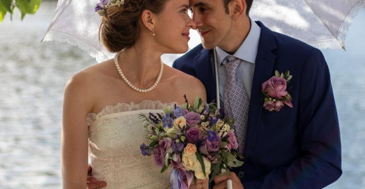 Svatební rukavice jako doplněk i šperk. Přečtěte si, jak je vybrat, aby byly stylové a dobře padnoucí