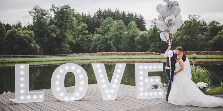Vybíráme šaty na druhé a další svatby, podle celebrit, etikety nebo nálady? Tipy, jak vybrat ty nejkrásnější šaty
