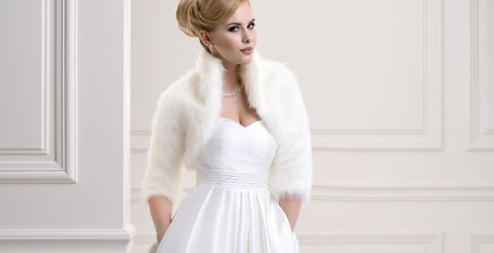 fde0b89b6feb Budete mít svatbu v zimě  Vyberte si krásný a hřejivý kožíšek. Je to skvělý  doplněk vašich šatů