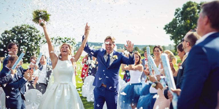 Budete mít svatbu v zimě? Vyberte si krásný a hřejivý kožíšek. Je to skvělý doplněk vašich šatů