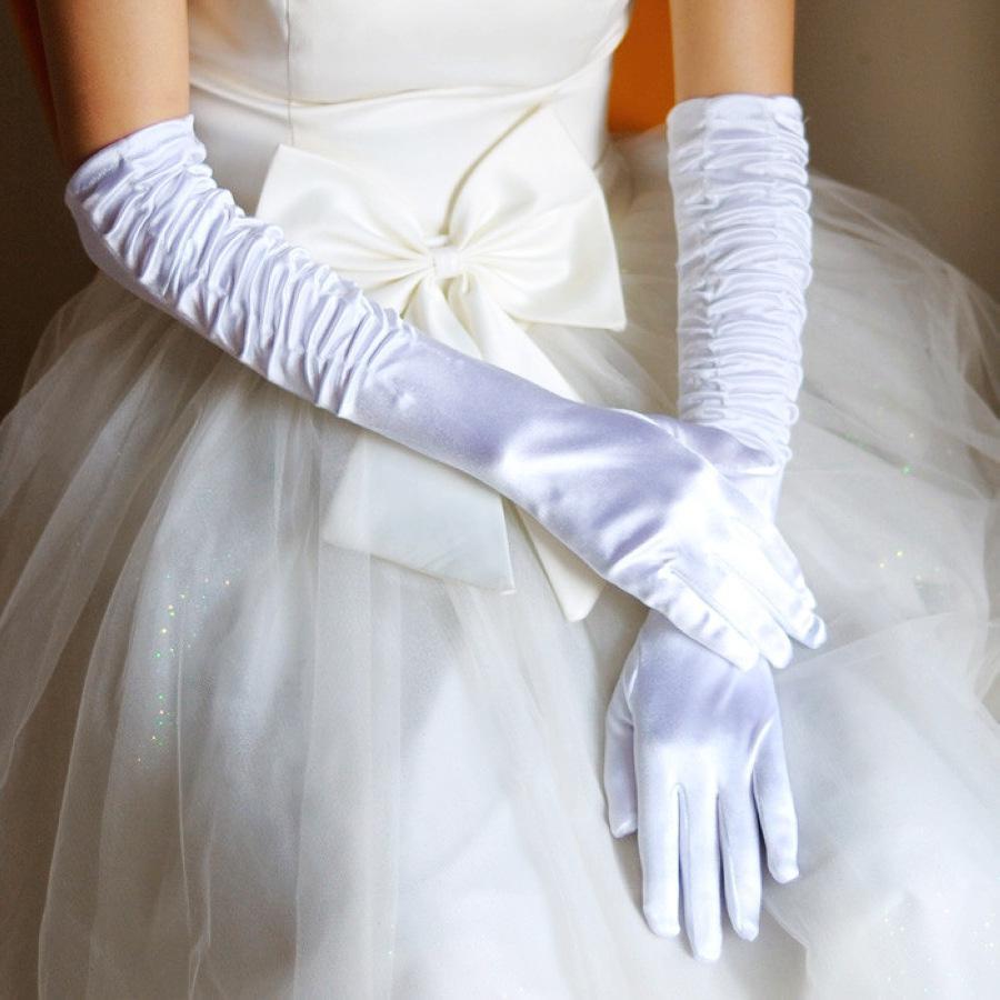 b61177ea3cd Svatební rukavice jako doplněk i šperk. Přečtěte si