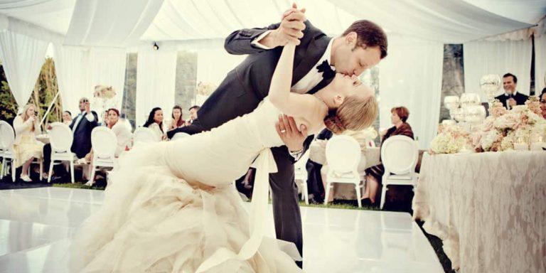Svatební fotografie, které si budete chtít vystavit. Právě takové fotí svatební fotografka Dara Rakovcik