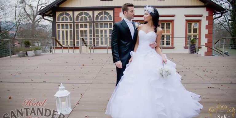 Nádhernou nevěstu z vás udělají originální svatební šaty. Třeba něžná italská krása ze salonu Di Giò