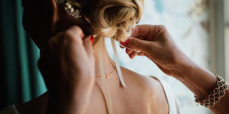 Užijte si přípravy na svůj slavný den v župánku Shine and Shine. Super tip pro nevěsty, družičky i maminky
