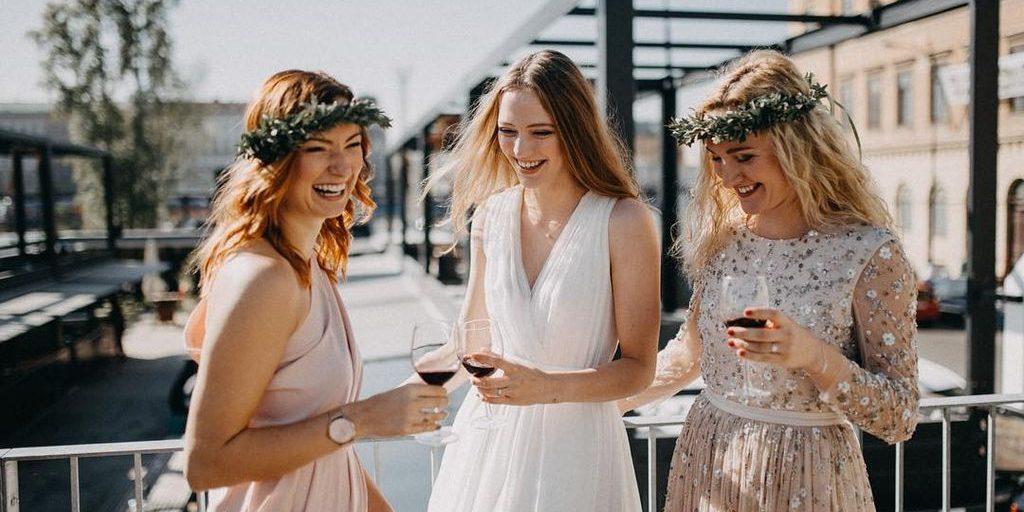"""Řekněte """"oui"""" francouzské eleganci a půjčte si svatební šaty v OUI boutique  Prague! 3ed97212da"""