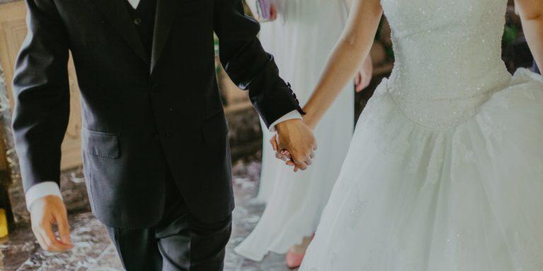 """Řekněte """"oui"""" francouzské eleganci a půjčte si svatební šaty v OUI boutique Prague!"""