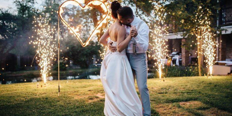 Šarm, tajemství, smyslnost a romantika – to jsou svatební šaty se značkou Eva Lendel