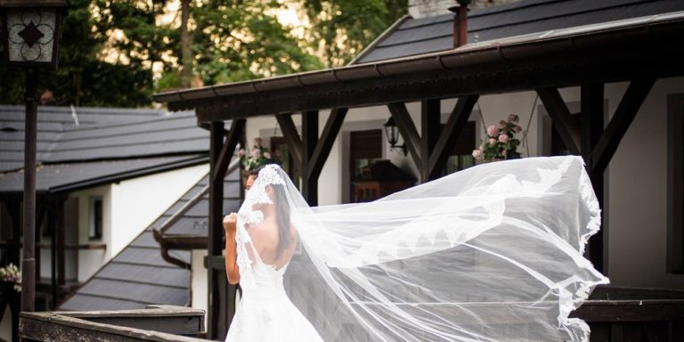 Hledáte-li originální střevíčky, které budou zároveň pěknou vzpomínkou na vaši svatbu, zkuste malované botky od TanaGo
