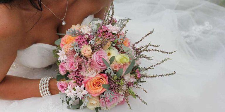 Svatební šaty z druhé ruky? Proč ne! Zkuste je koupit nebo prodat přes online svatební salon LALA MARKET. Za dobrou cenu získáte krásné modely
