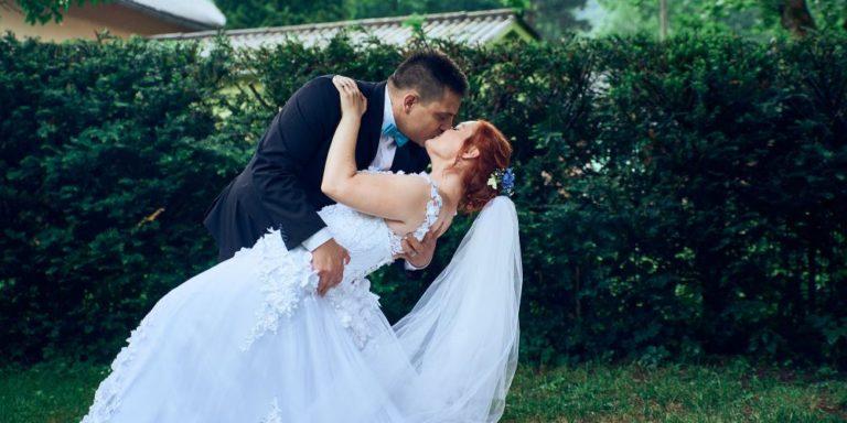 Georges Hobeika šije své dechberoucí svatební šaty pro nevěstu, která je zamilovaná i nezávislá. Podívejte se na aktuální kolekce