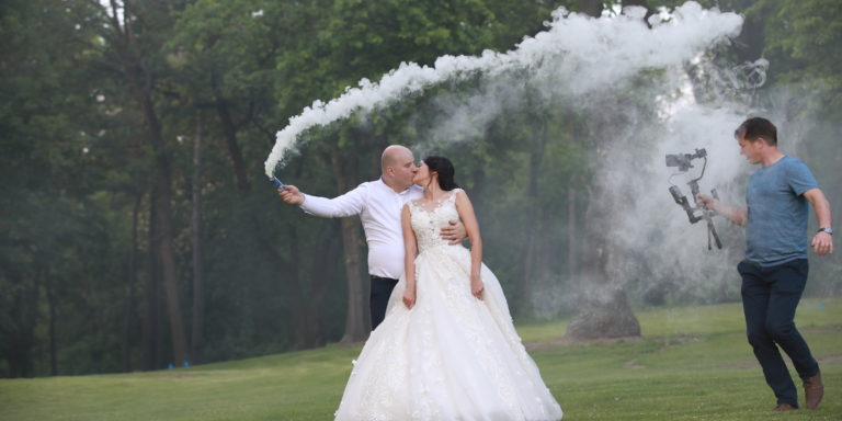 Dodejte své venkovské svatbě tu pravou atmosféru! Poslouží vám k tomu žebřík, kolečka nebo vyřazené dveře
