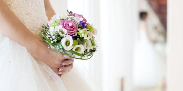 Dokonalé šaty na svatbu chtějí nejen nevěsty. Prohlédněte si inspiraci pro maminky snoubenců