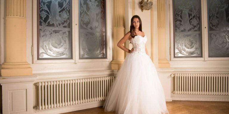 Museli jste odložit svatbu? Tvůrčí způsoby, jak dát svatebčanům vědět nový termín