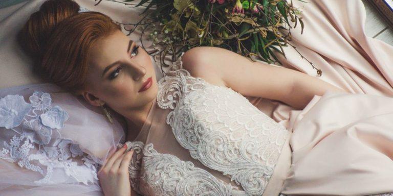 Art deco ve svatební módě přináší kolekce svatebních šatů značky Rosa Clará