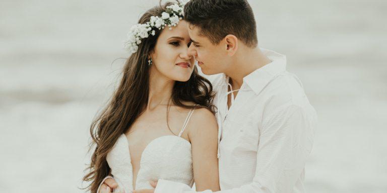 11+1 tipů na stylové posezení. Inspirujte se, na co usadit svatební hosty při vašem obřadu