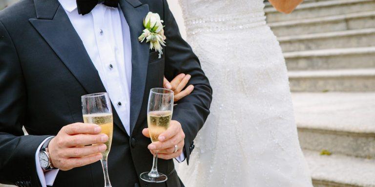 Roušky se vrací? Přinášíme inspiraci, jak sladit ochranu dýchacích cest se svatební outfitem