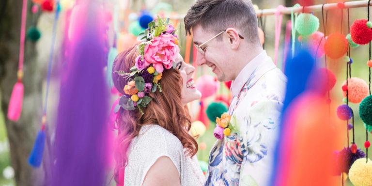 Pompézní barevná svatební kolekce 2020 z dílny Monique Lhuillier je tady!