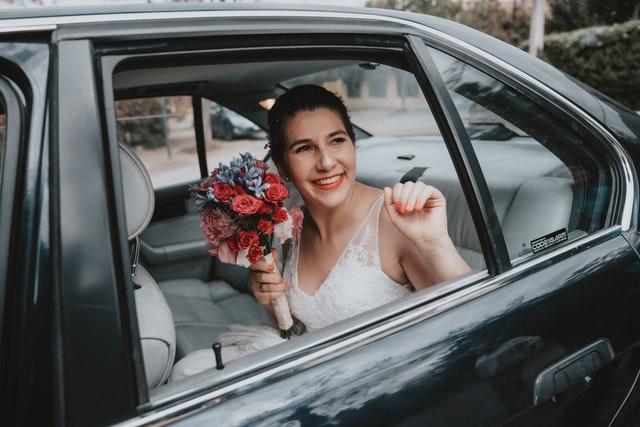 Příjezd nevěsty na svatbu.
