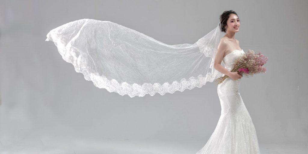 Nevěsta, svatební šaty, svatební závoj