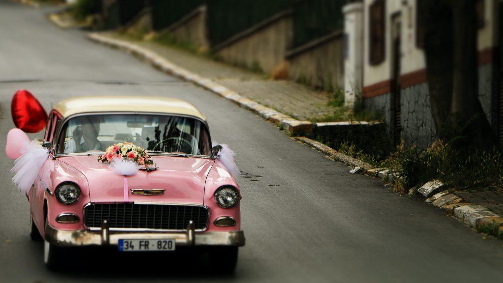 Svatební auto, svatební kolona.