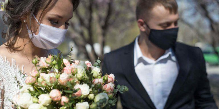 Secesní svatba ve stylu Alfonse Muchy. Šik, elegantní a sexy inspirace