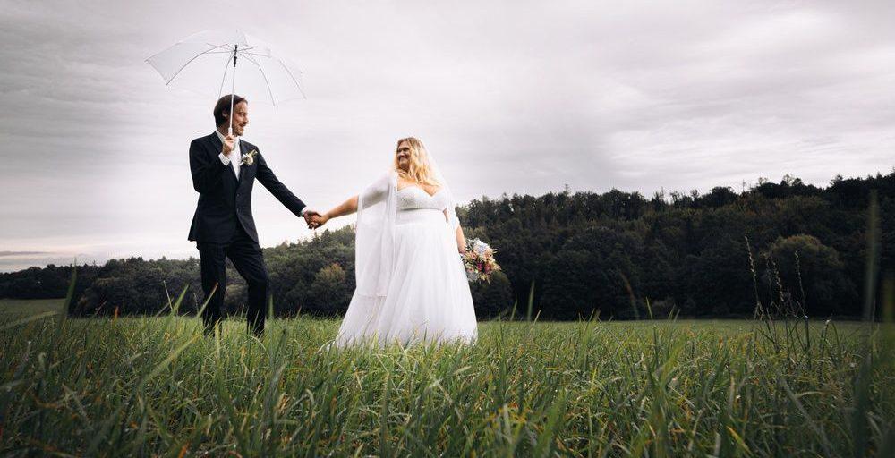 Svatba v dešti, nevěsta a ženich