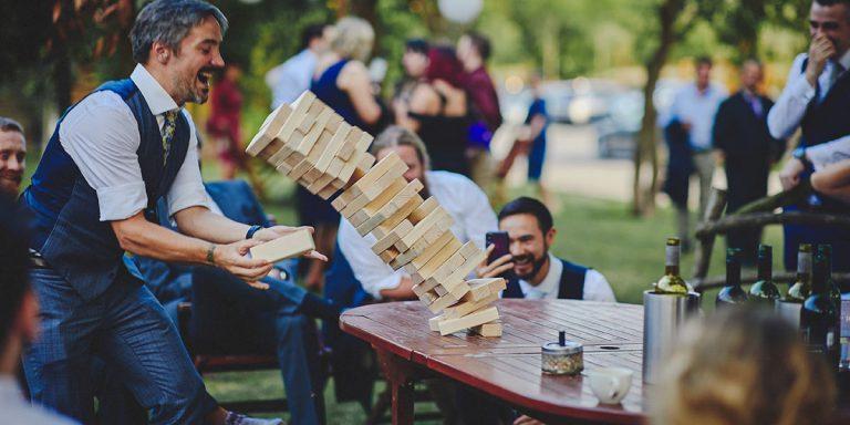 Jarní svatební kytice sezóny 2021 vyjadřují novou naději a důležitost rodinných vztahů