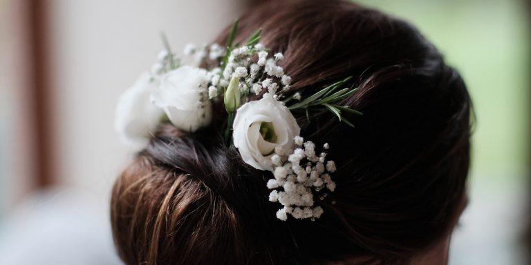 Ženich 2021. Jaké kravaty se budou nosit v letošní svatební sezóně?