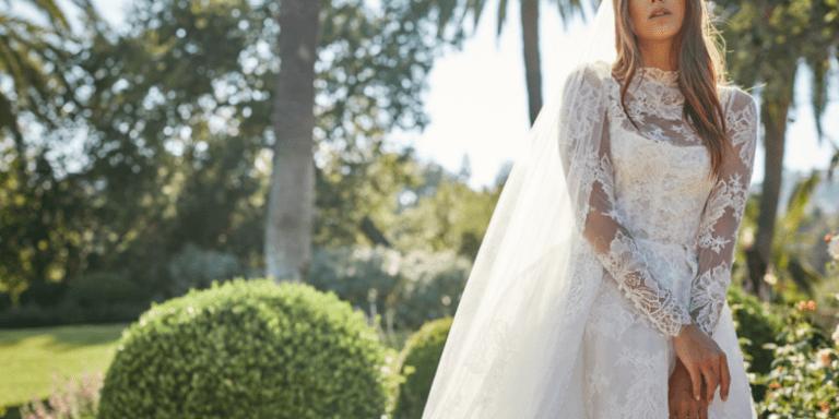 Vyšívaná bundička pro nevěstu je sexy a praktickým doplňkem
