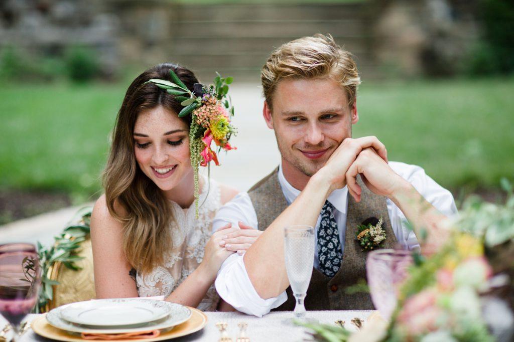 Secesní svatba, svatba podle Alfonse Muchy. Ženich a nevěsta.