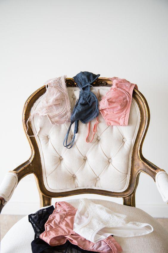 Spodní prádlo pod svatební šaty.
