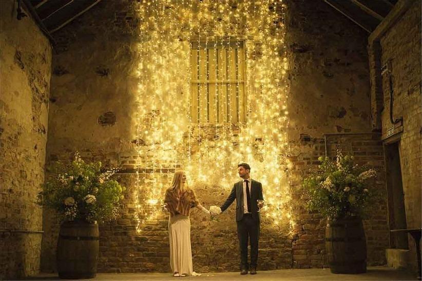 Večerní svatba, svatba v zimě, osvětlení na svatbě.