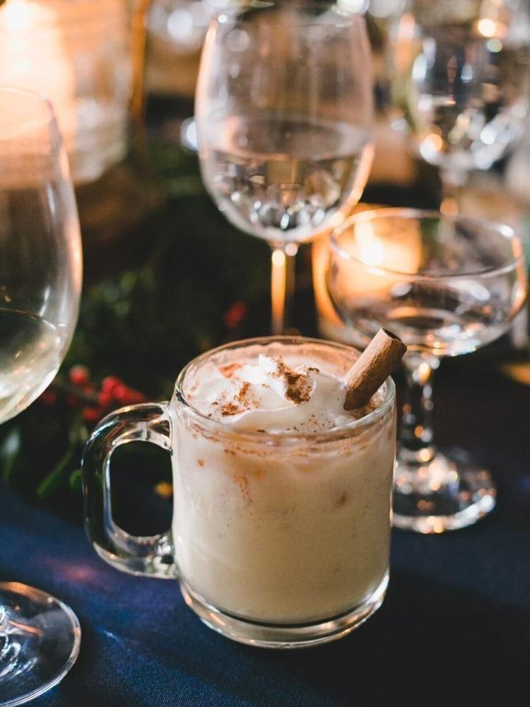 Horké nápoje na zimní svatbu.