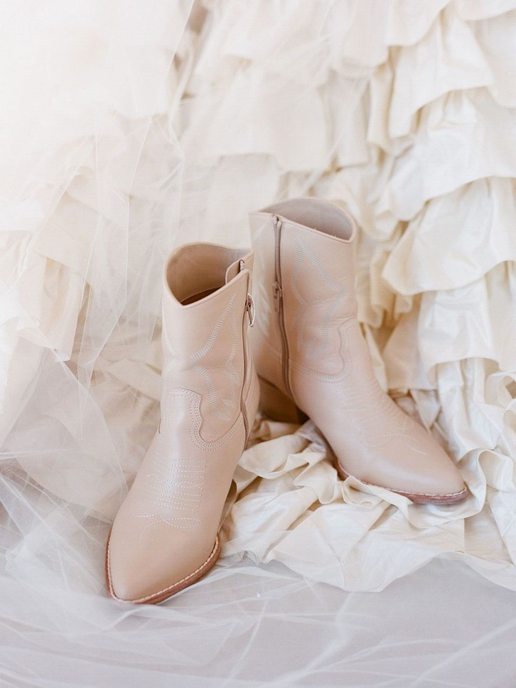 Zimní svatba. Boty na zimní svatbu.