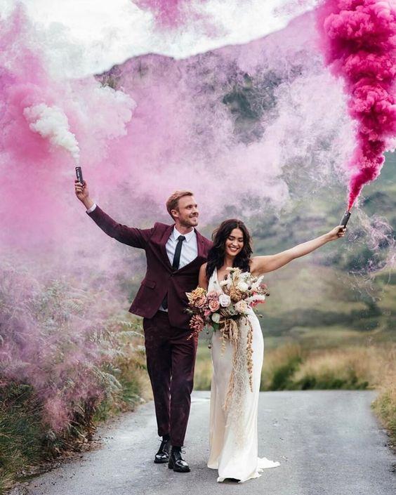 Svatební fotky s dýmovnicemi