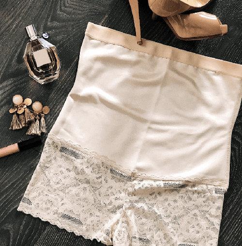 Stahovací kalhotky pod svatební šaty