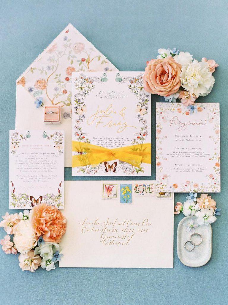 Květinové pozvánky na svatbu