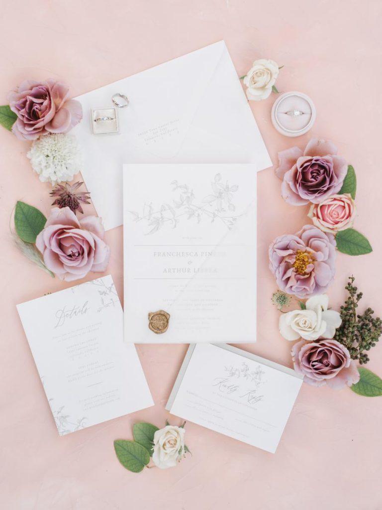 Květinové svatební oznámení tón v tónu