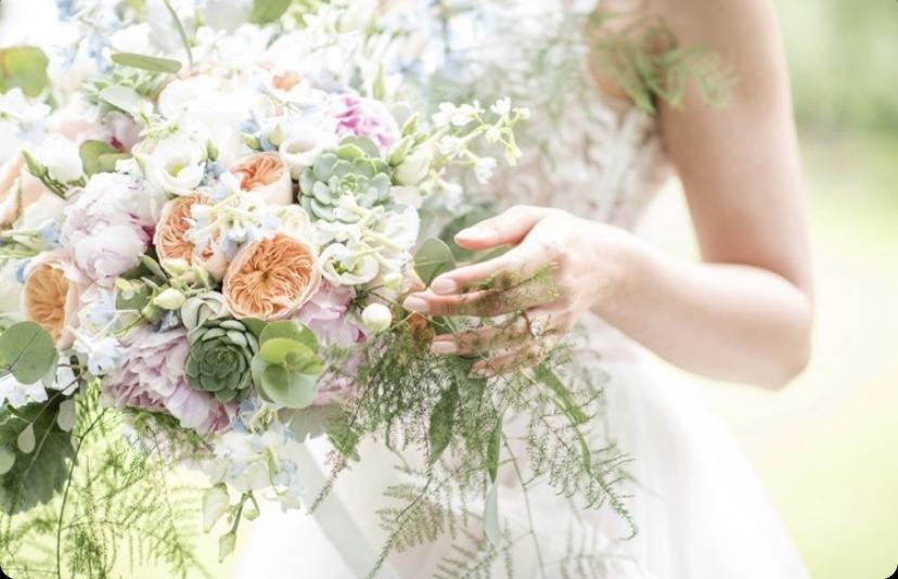 Jarní svatební kytice se sukulenty