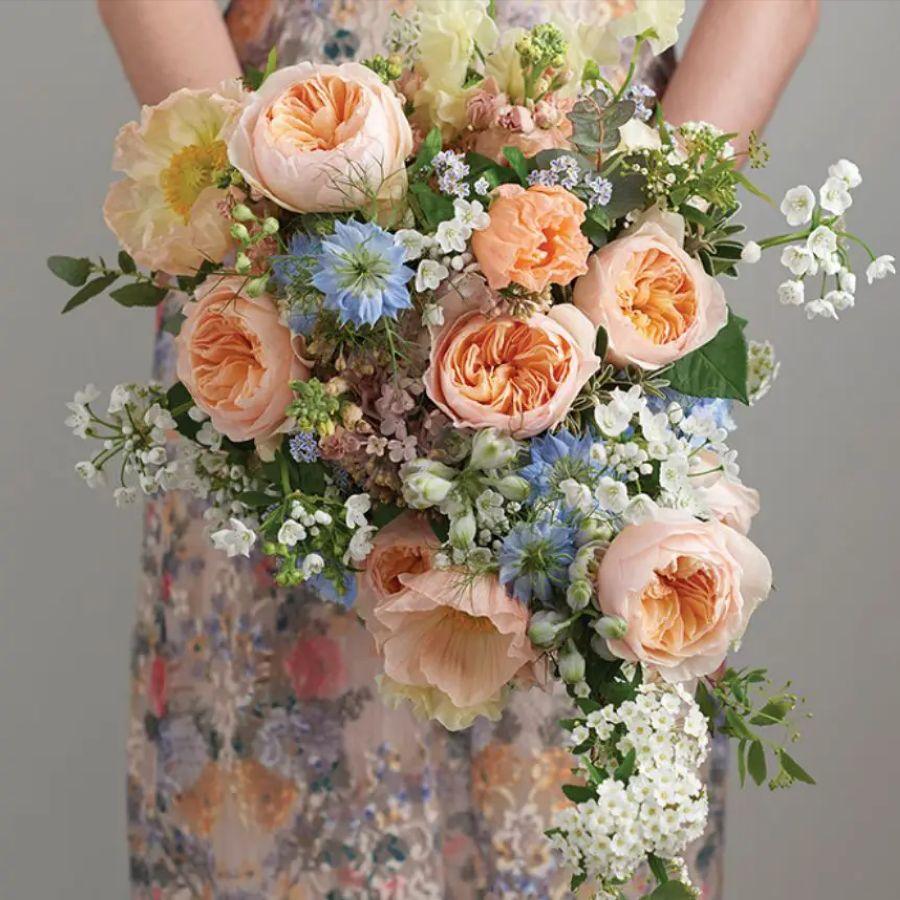 Pastelové jarní svatební kytice