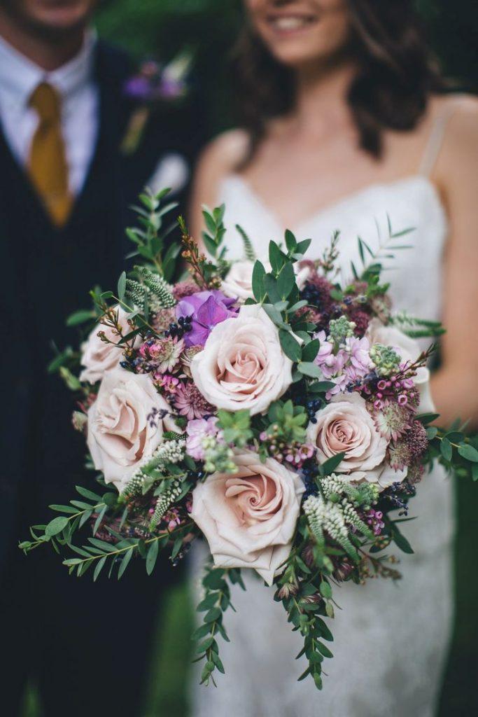 Jarní svatební kytice růžové