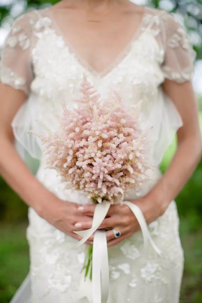 Svatební jarní květiny pro nevěstu