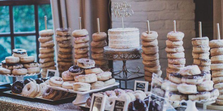 Dřevěné svatební dekorace nabízejí neskutečné možnosti, jak svatbu stylizovat