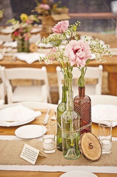 Svatební výzdoba z lahví od vína